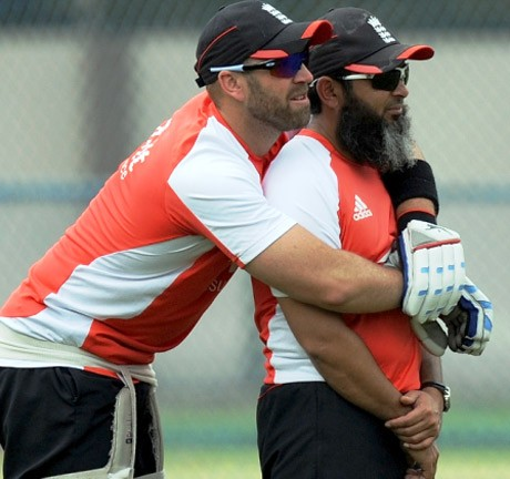 Mushtaq warns English players of 'spin war' against Pakistan