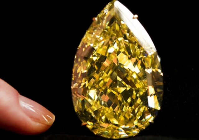 Yellow diamond sells for record $12.4 million