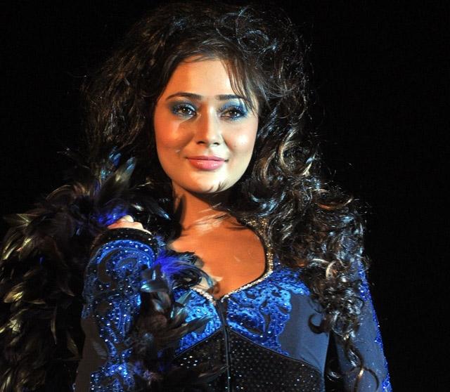 Sara Khan feels left out