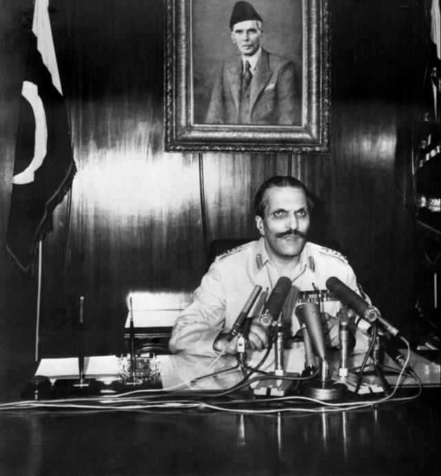 1977, Pakistan