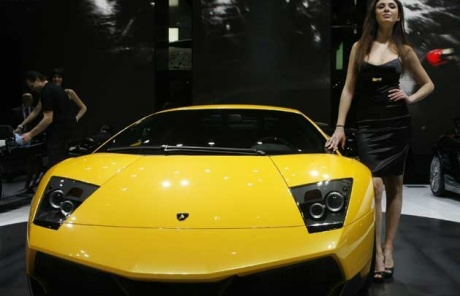 Indian taxi driver wins Lamborghini in lucky draw