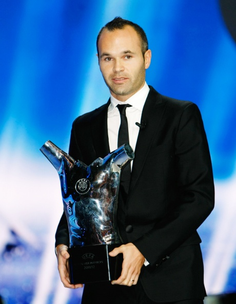 Iniesta wins UEFA's award for best player