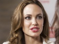 Angelina Jolie to wear slinky dress for wedding