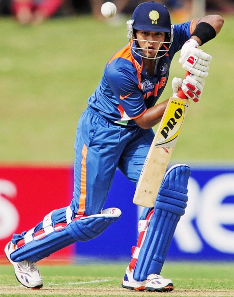 St Stephens row: Dhoni bats for Unmukt Chand