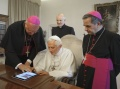 Pope Takes to Twitter, to Tweet in 6 Languages