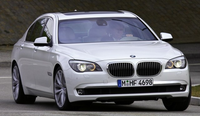 SRK gifts BMW 7 series