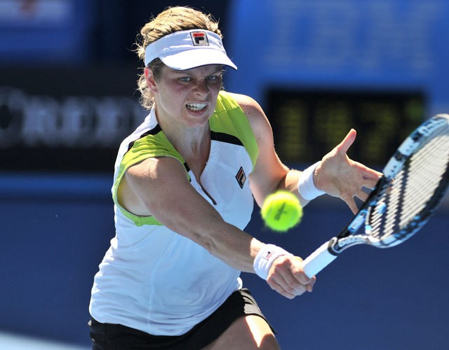 Clijsters topples Wozniacki from top spot