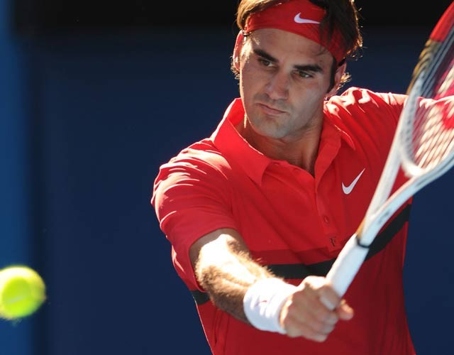 Federer destroys del Potro to reach semis