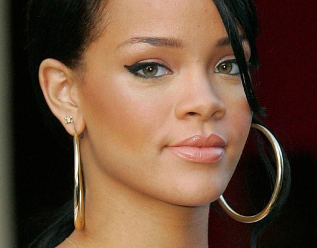 Rihanna, 24