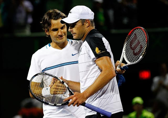 Roddick stuns Federer in three-set thriller in Miami