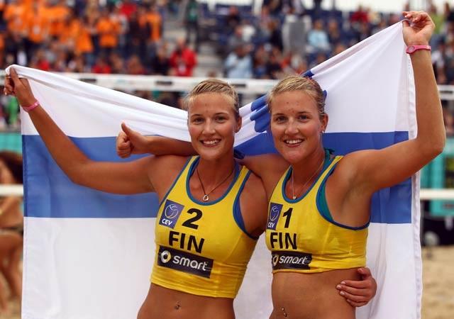 Emilia and Erika Nystrom