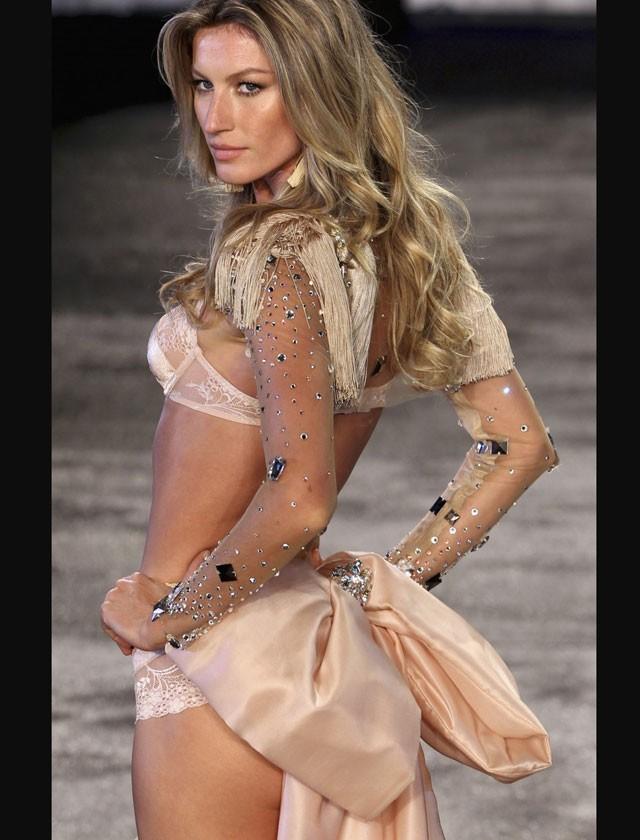 World's first billionaire supermodel