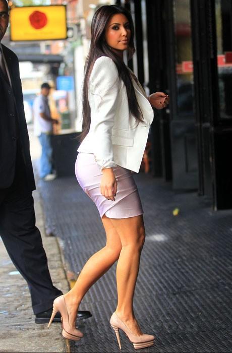 Kardashian feels sexy in high heels - Indiatimes.com