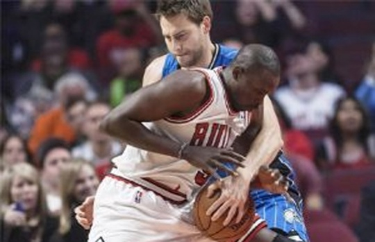 Deng Leads Bulls Run to Beat Magic