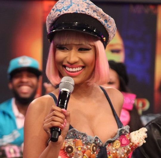 Nicki Minaj's Left Nipple Eexposed on Live TV