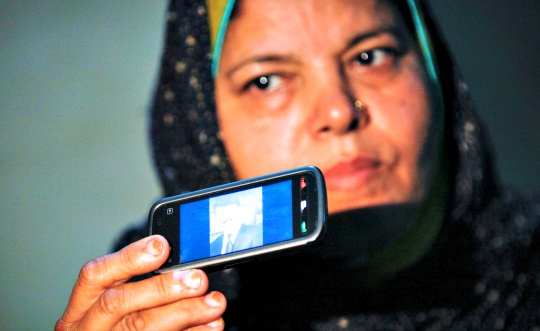 Pakistan Suspends Mobile Services
