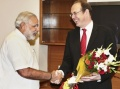 Narendra Modi meets James Bevan