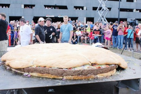 Giant cheeseburger sets new world weight record