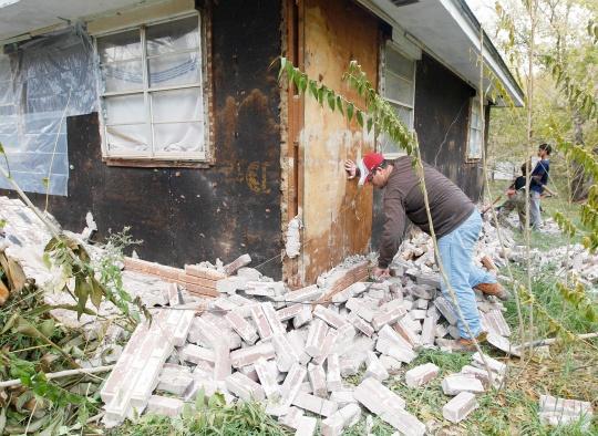 Earthquake Shakes Buildings in Manila