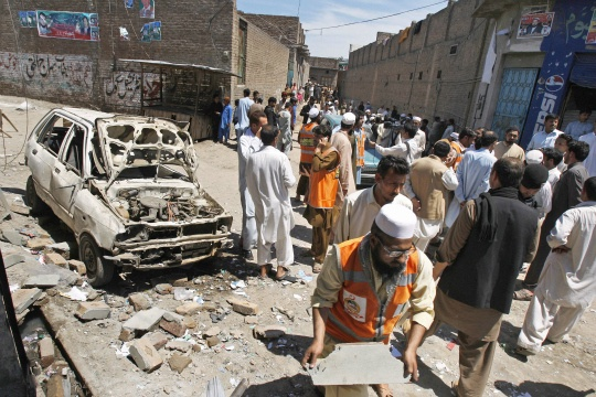 Suicide Bomber Kills 6 in Northwest Pakistan