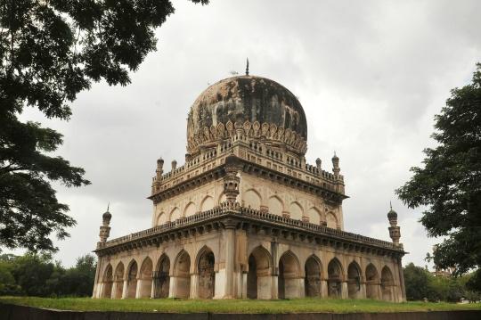 Aga Khan Trust to Conserve Qutub Shahi Tombs
