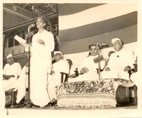 Pradeep sings Ae Mere Watan Ke Logon before prime minister Jawaharlal Nehru at R M School Mumbai on March 21, 1963