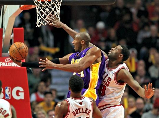 Slumping Lakers Blown Away by Bulls