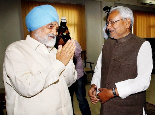 Nitish Kumar meets Montek Singh Ahluwalia