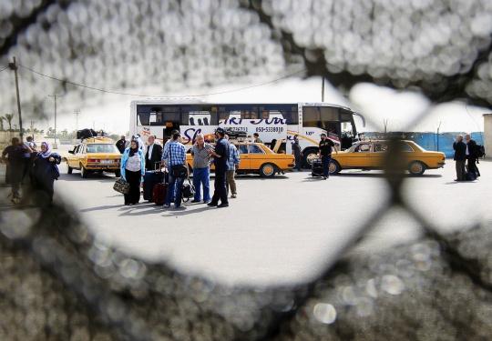 Egyptian Police Block Gaza Crossing