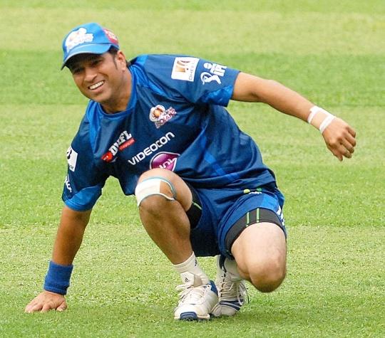 Sachin has sprained left hand: Mumbai