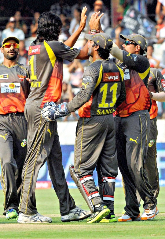 Sunrisers Look to Scorch Delhi Daredevils