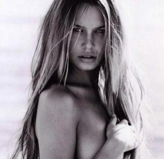 Lara Bingle's Topless Photo Shoot