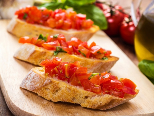 Health Snack Recipe: Tomato And Basil Bruschetta