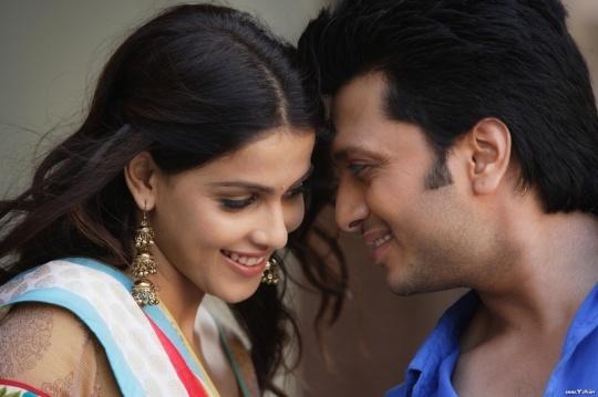 Ritesh Deshmukh and Genelia D'souza in Tere Naal Love Ho Gaya