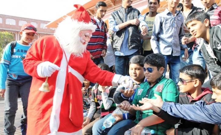 http://media.indiatimes.in/media/content/2014/Nov/santa_1417002090_1417002102_725x725.jpg