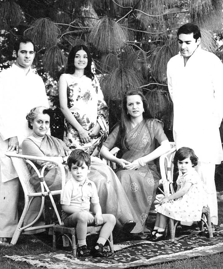 Indira Gandhi Family Photos Indira Gandhi With Family