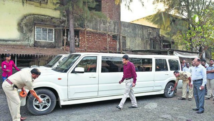Limousine Car Price In Delhi