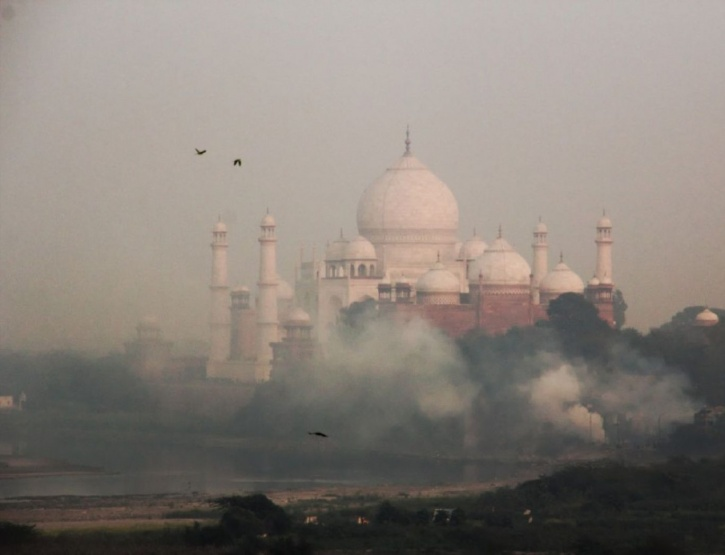 pollution causing harm to taj mahal What are the effects of acid rain on the taj mahal  of taj mahal and this causing damage to heritage  what are the effects of pollution on the taj mahal.