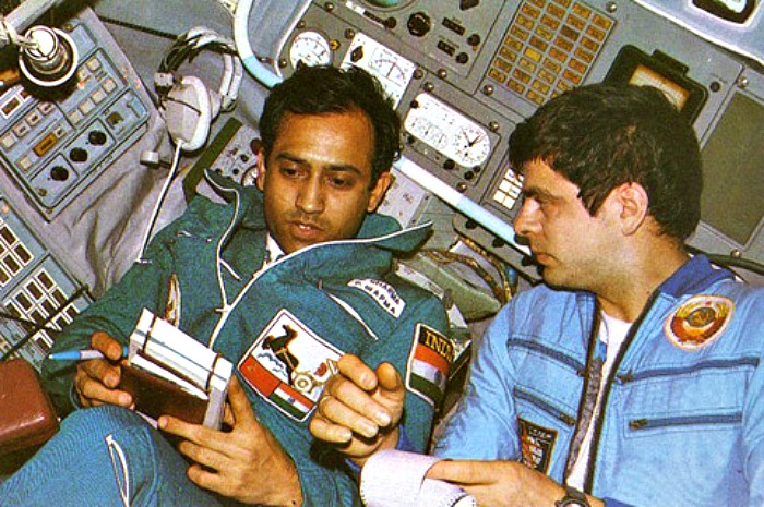 photos of rakesh sharma in space shuttle - photo #19