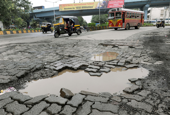 letter to municipal commissioner for road repair The brihanmumbai municipal corporation (bmc) has found itself in the difficult position of repairing a sinkhole in a road leading to metro cinemas in mumbai's kalbadevi, before prime minister.