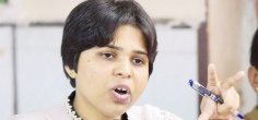 Womens' Rights Activist Trupti Desai Thrashes A Man For Raping A Girl Under Pretext Of Marriage