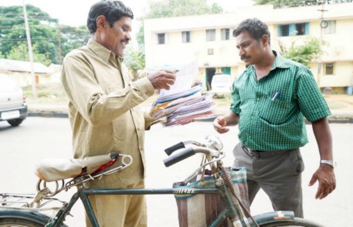 postman in hindi मुरादाबाद से घर वापस लौट रहे पोस्टमैन से बाइक सवार बदमाश  पांच की नगदी से भरा थैला छीनकर फरार हो गया। पोस्ट मैन  रिपोर्ट.