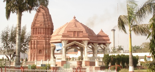 In the Month Of Ramadan, Muslim Craftsmen In UP Are Busy Renovating A Hindu Temple