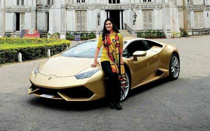 meet sheetal dugar the first indian woman to own a lamborghini. Black Bedroom Furniture Sets. Home Design Ideas