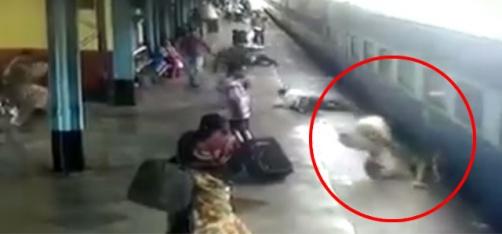 Akshay Kumar Praises Mumbai Constable For Showing Presence Of Mind & Saving A Woman's Life