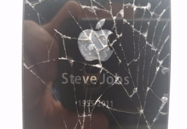 iPhone 4S eBay with Steve Jobs Apple Logo