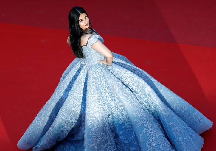 Image result for AISH IN RED CARPET LOOKING PRINCESSES PICS IN HD