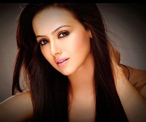 I Won't Kiss Sunny Leone & Be Called A Lesbian: Sana Khan