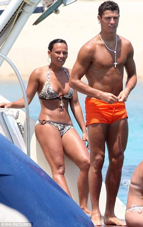 Christian Ronaldo And Irina Shayek - Indiatimes.com