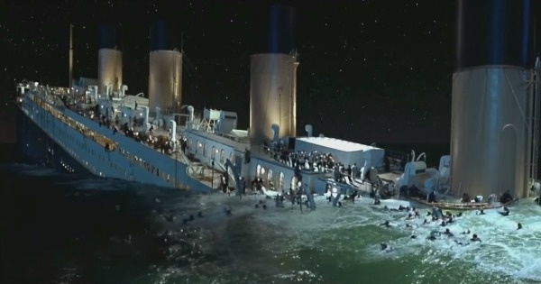 What date did the titanic sink